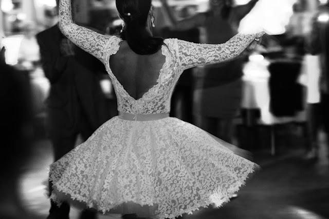 Krótka suknia ślubna z koronki