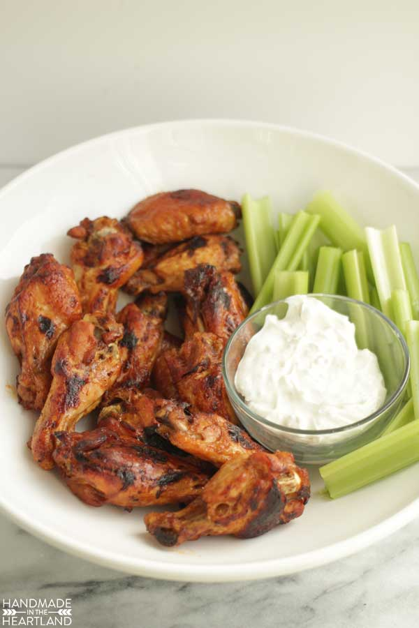 Slow Cooker Hot Wings & Blue Cheese Dipping Sauce