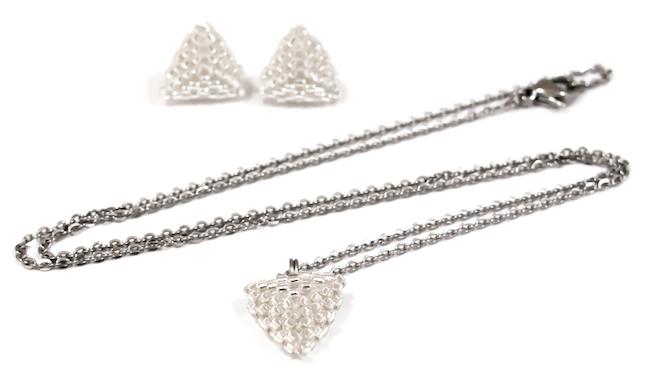 geometryczne wzory biżuterii