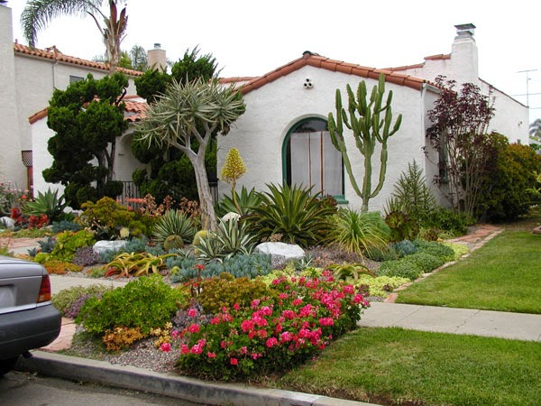 Design small house with beautiful landscaping outdoor for Front yard garden designs