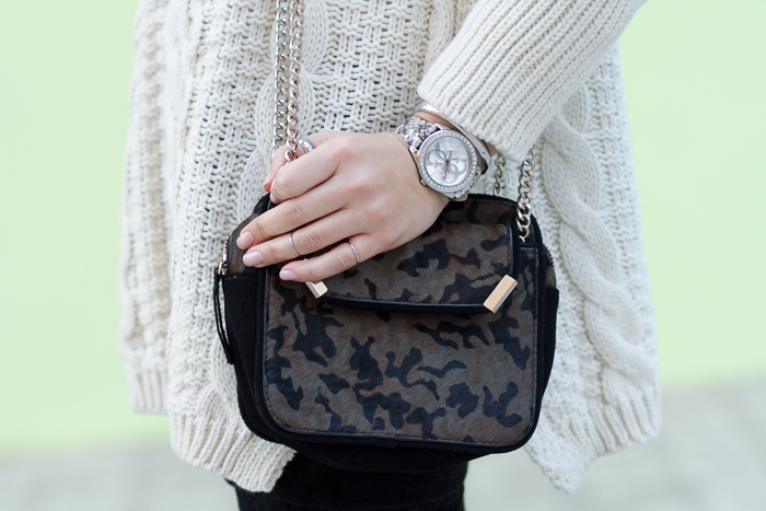 Camo print Bag and Charity Time to Give style W0023L3 by GUESS Watches