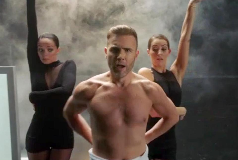 SHIRTLESS PEOPLE: Gary Barlow shirtless gets in shape to ...