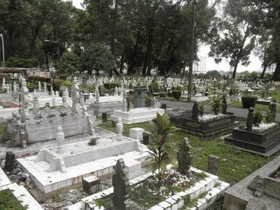 http://artmelayu.blogspot.com/2011/04/tanah-perkuburan-islam-muslim-burial_25.html