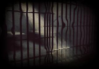 Antara Kerja dan Penjara