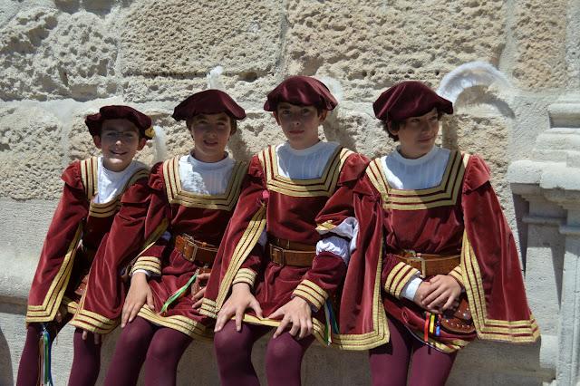 danzantes de burgos - ofrenda de flores santamaría la mayor - burgos - san pedro 2013