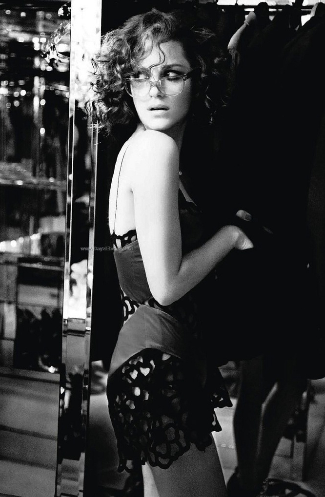 via fashioned by love | Marion Cotillard by Ellen von Unwerth in Elle France February 2010 | How to dress like a Parisian | Parisiennes style secrets