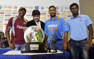 dhoni-bravo-mathews-Celkon-Mobile-Cup-2013