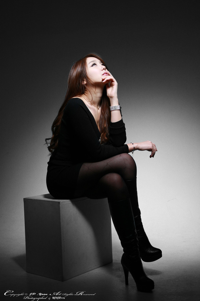 Kim Ha Eum in Black Mini Dress