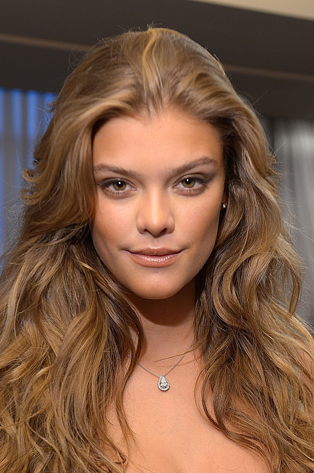 Nina Agdal - Celebrity Necklace Trends