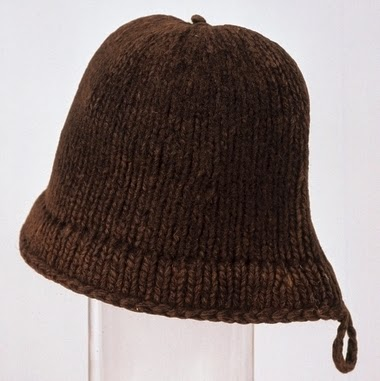 http://upload.wikimedia.org/wikipedia/commons/4/49/The_only_known_example_of_an_original_%27Monmouth_Cap%27%2Cdating_from_the_16th_century.jpg