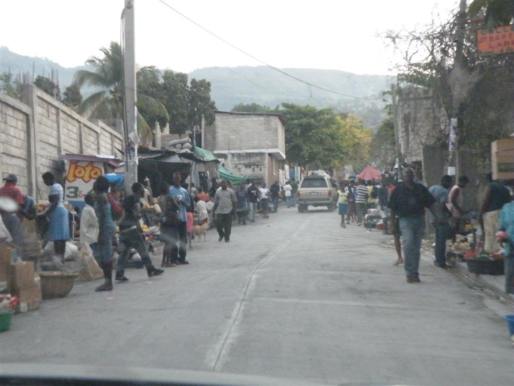 Haiti february 2011 radio lumiere - Www radio lumiere port au prince haiti ...