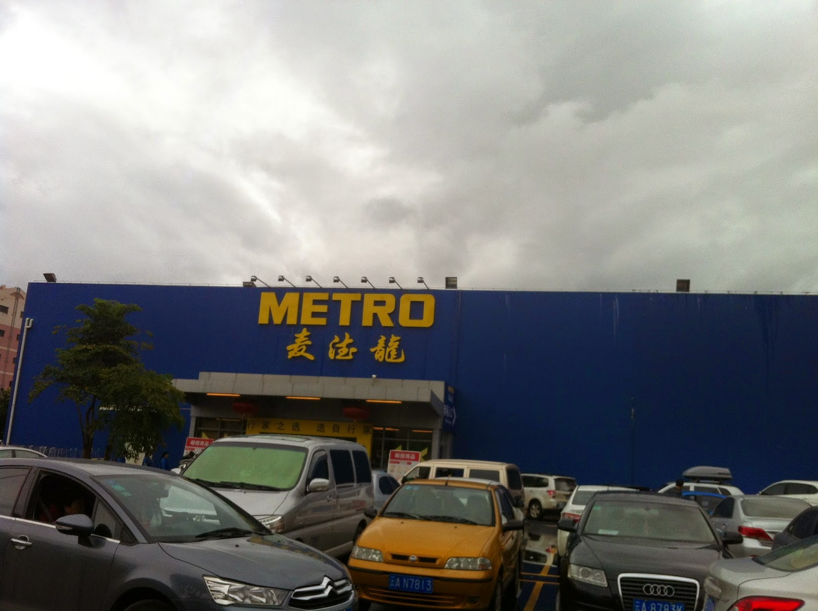 Metro Grocery Store in Kunming