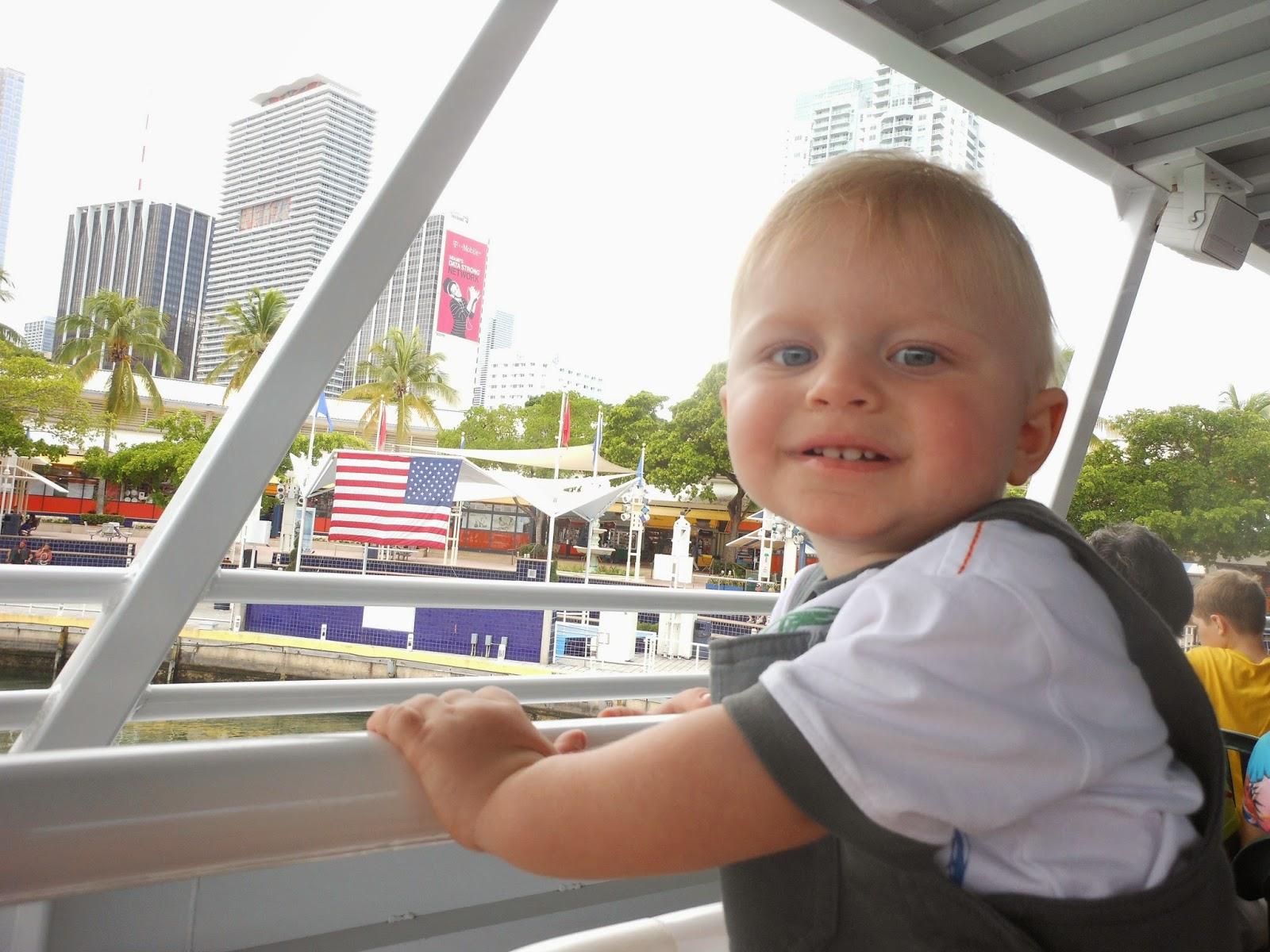 viajando com bebê  de avião