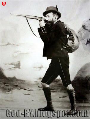 Автопортрет в образе охотника. Фото Бенедикта Тышкевича. Вялое, 1893 г