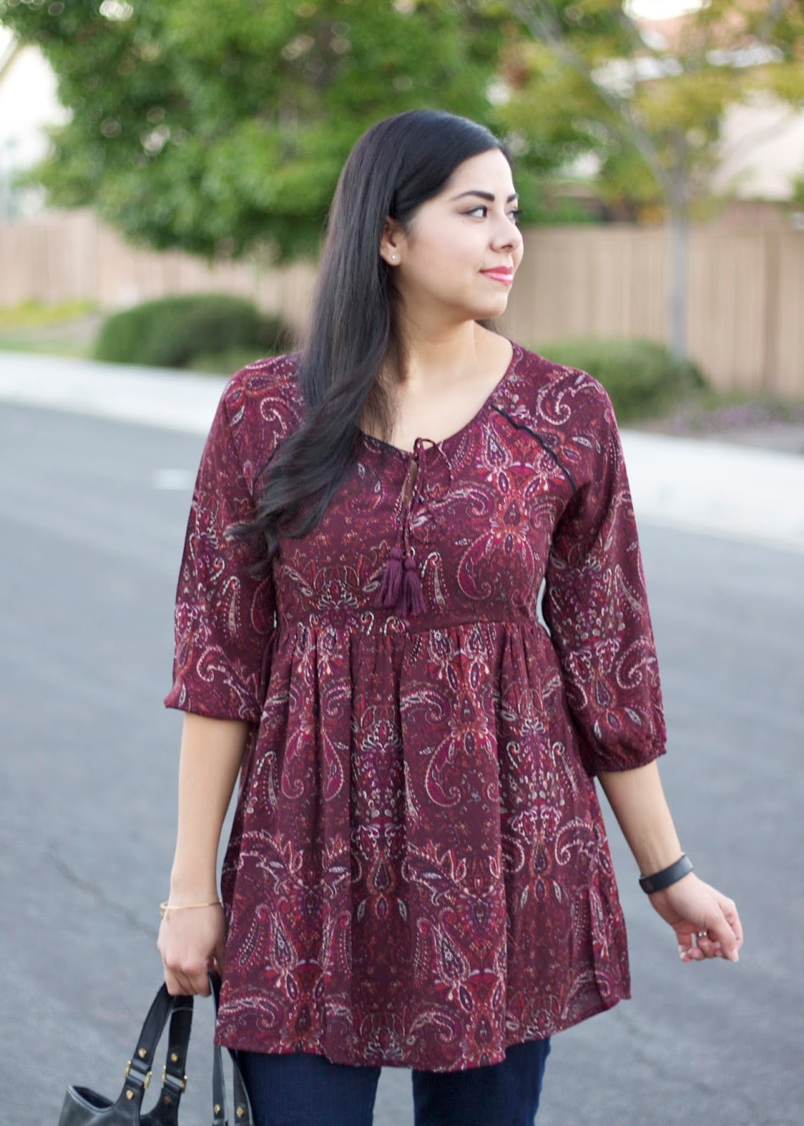 maroon paisley tunic, brunette fashion blogger, mexican fashion blogger, latina fashion blogger, tassels on a blouse