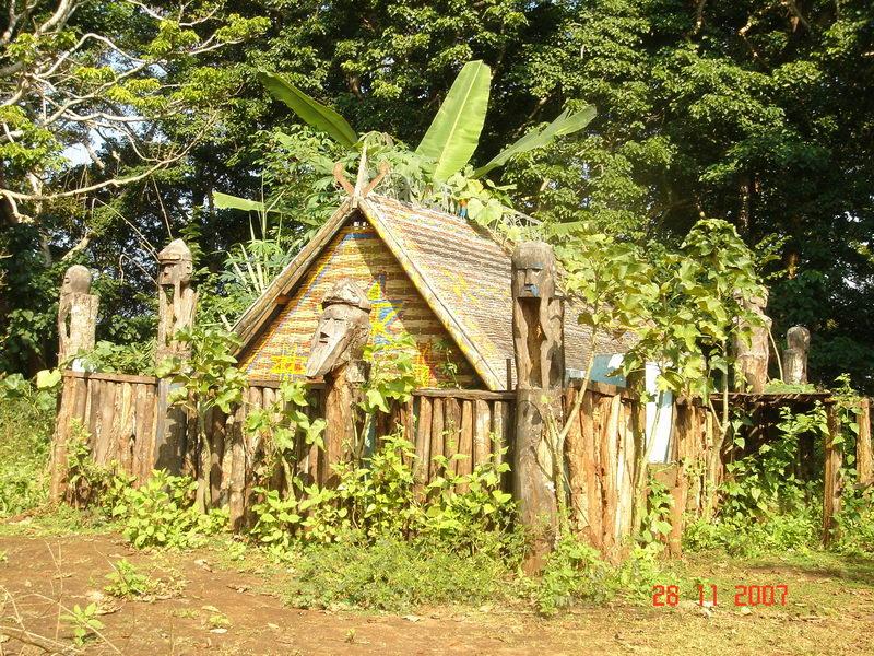 Nhà mồ ở Kon Tum