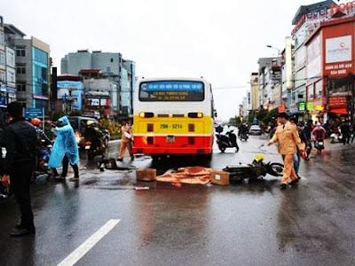 Xe buýt tông chết một thai phụ