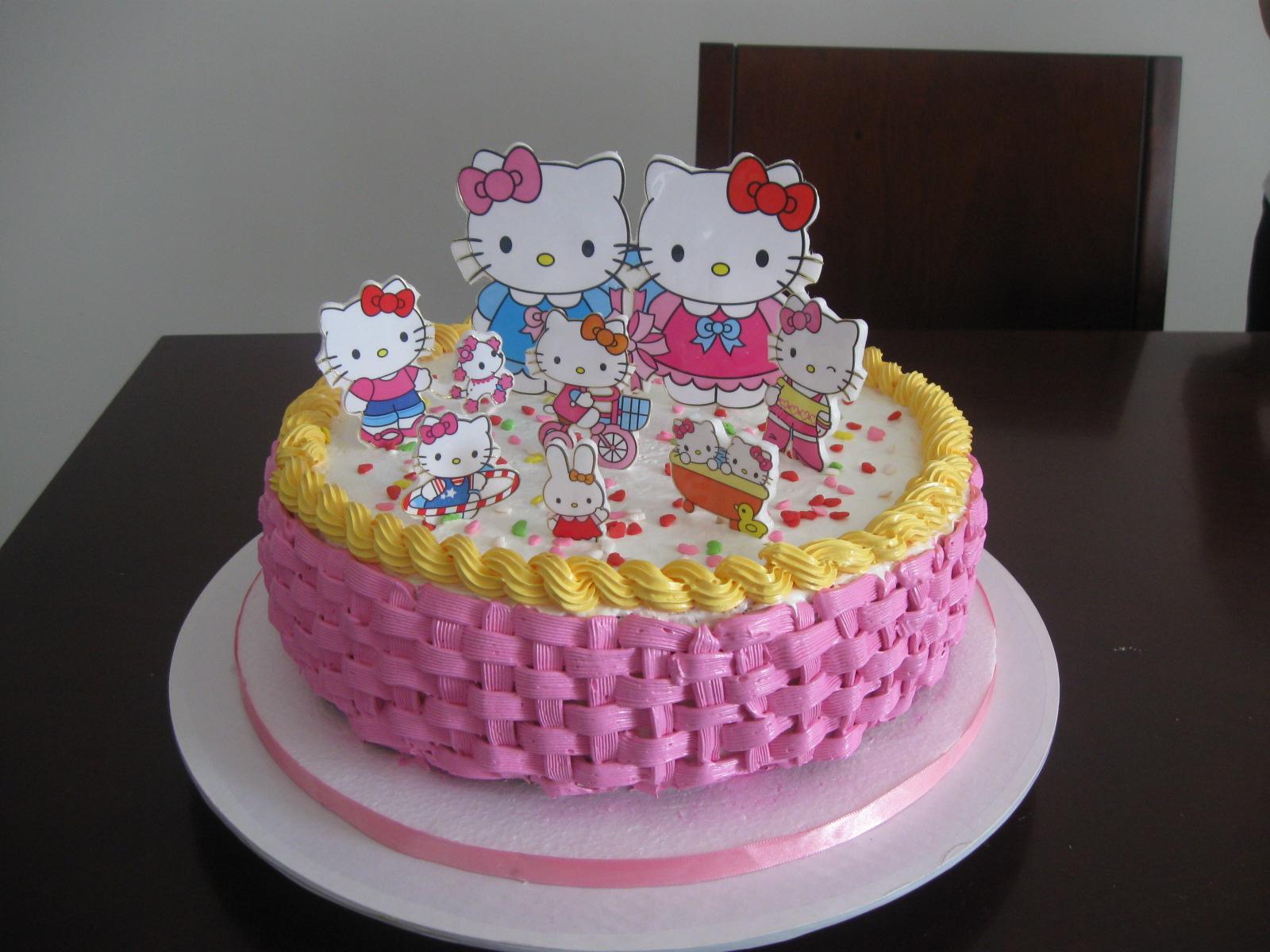 Kitty Decoracion De Tortas ~ Delicake Tortas y Postres canasta hello kitty en merengue