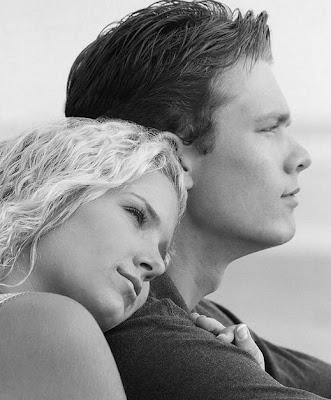 من هو الرجل الذى تعشقه المرأة بجنون ولا تستطيع نسيانه - امرأة بنت تحب رجل - woman loves a man