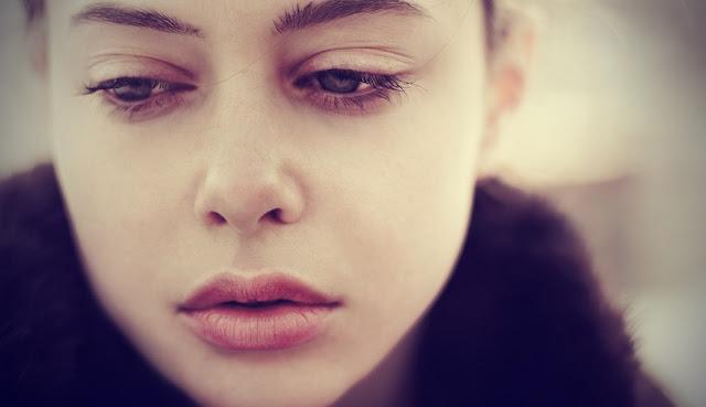 Alasan Kenapa Wanita Lebih Sering Sakit Hati Dibanding Pria Saat Putus Cinta
