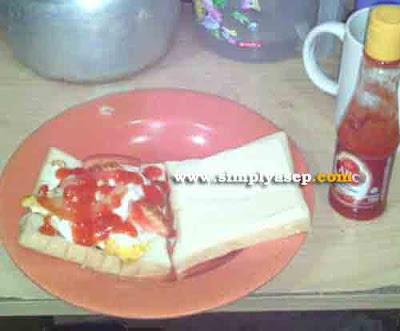 Seperti inilah penampilan Sandwich porak poranda yang berhasil sata buat dengan gegap gempita malam itu.  Foto Asep Haryono