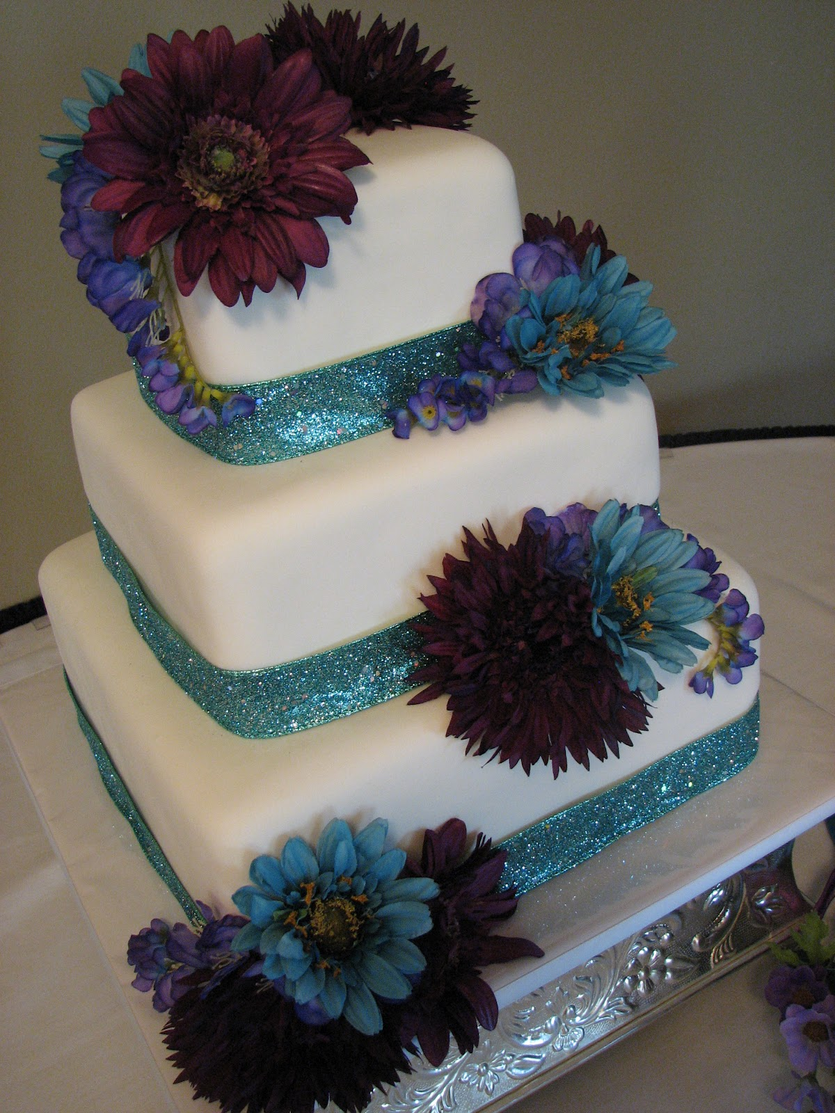 decadent designs brandy 39 s turquoise and purple wedding cake. Black Bedroom Furniture Sets. Home Design Ideas