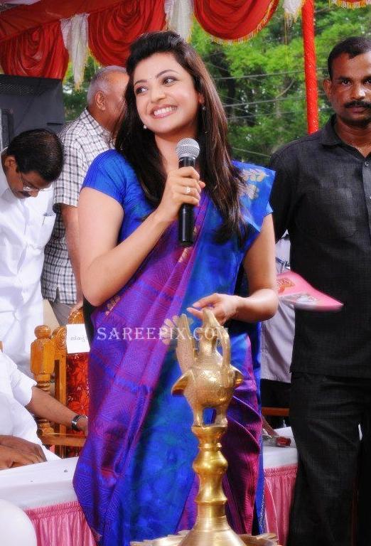Kajal-agarwal-smile-Karikkineth-silks-inauguration-Kottayam