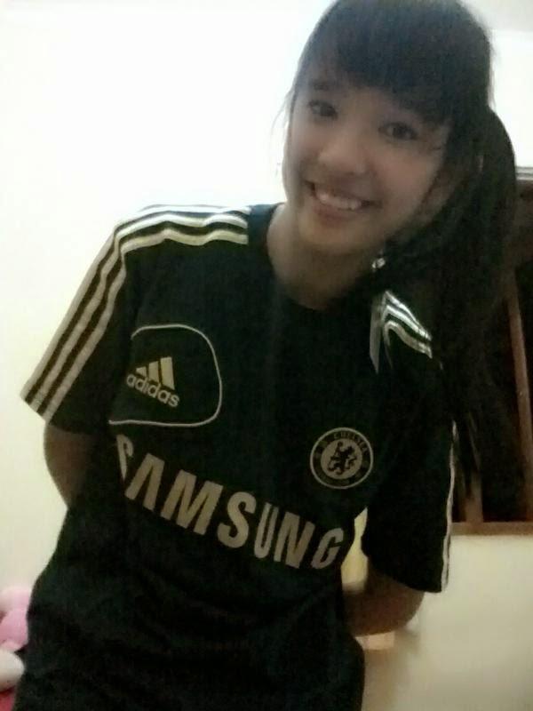 Foto Beby Chaesara Anadila JKT48 Pakai Jersey Chelsea