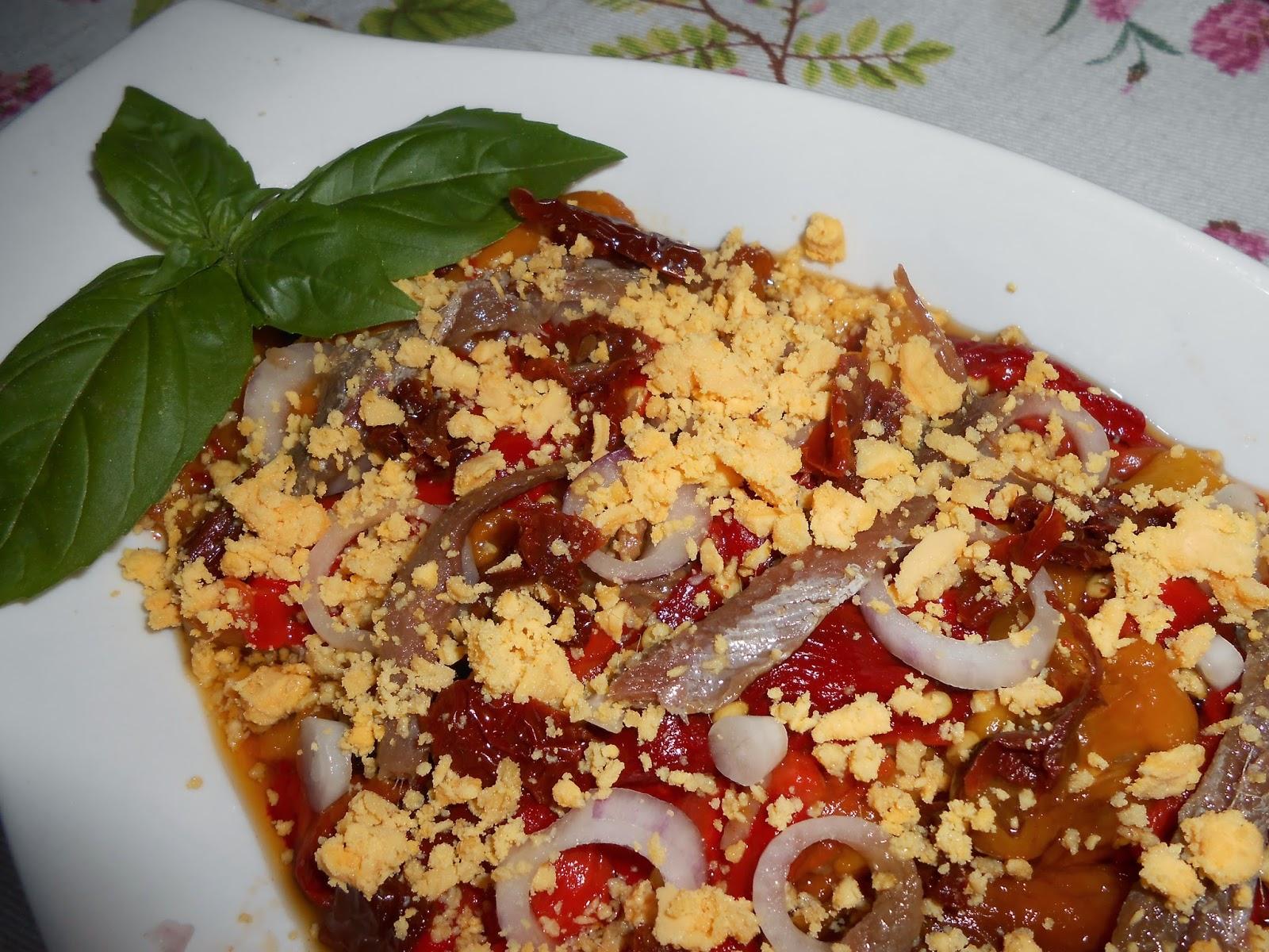insalata di peperoni, acciughe e cipollotti