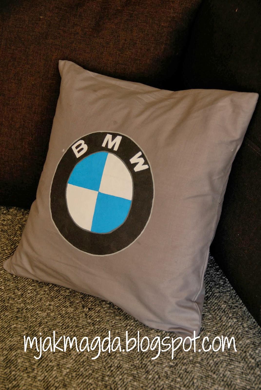 gadżety, gadzety, gadżet, gadzet, gadget, poduszka, poszewka, logo, logotyp, ręcznie malowana, BMW, męska, w męskim stylu, szara, samochód, auto, markowa, marka, motoryzacja, samochodowa, motor, szara, pillow, pillowcase, logo, logotype, hand painted, BMW, men, the masculine style, gray, car, auto, brand, brand, automotive, car, motor, gray,