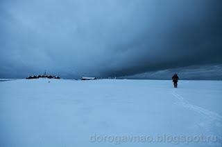 Небо зацепилось за антенны полярной станции. Остров Вайгач. Ненецкий автономный округ. Природа НАО.