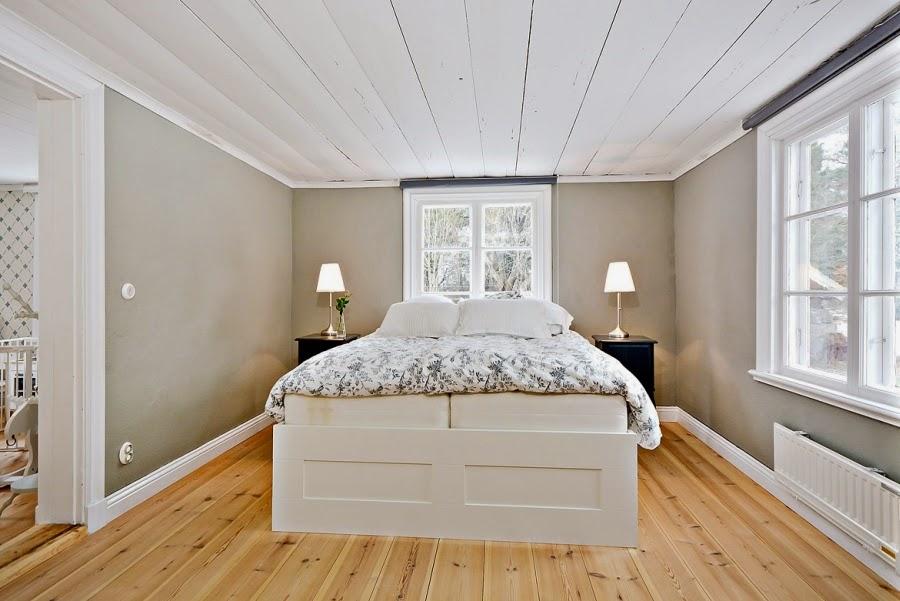 wystrój wnętrz, wnętrza, urządzanie mieszkania, dom, home decor, dekoracje, aranżacje, styl skandynawski, białe wnętrza, skandynawski, drewniany domek, sypialnia