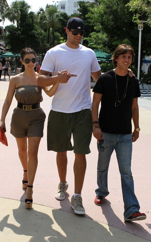 Kim Kardashian And Kris Humphries Hugged Up In Miami!