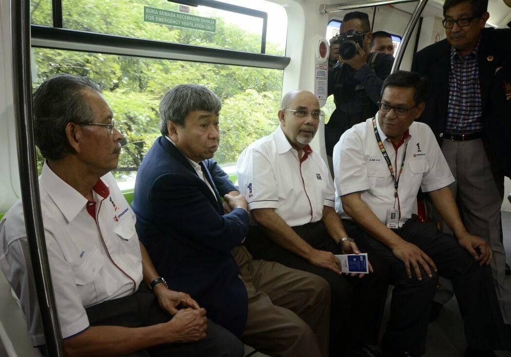 Sultan Selangor Buat Apa Naik LRT Monorel Tu