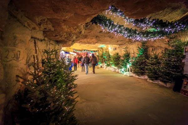 valkenburg christmas caves
