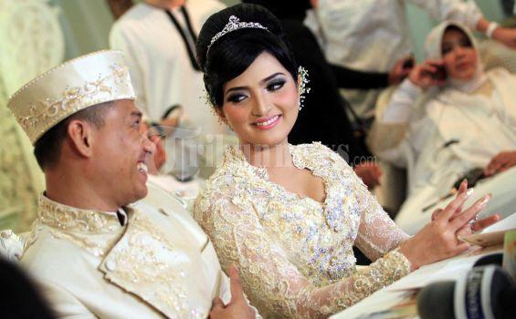 Contoh Foto-Foto Pernikahan Artis