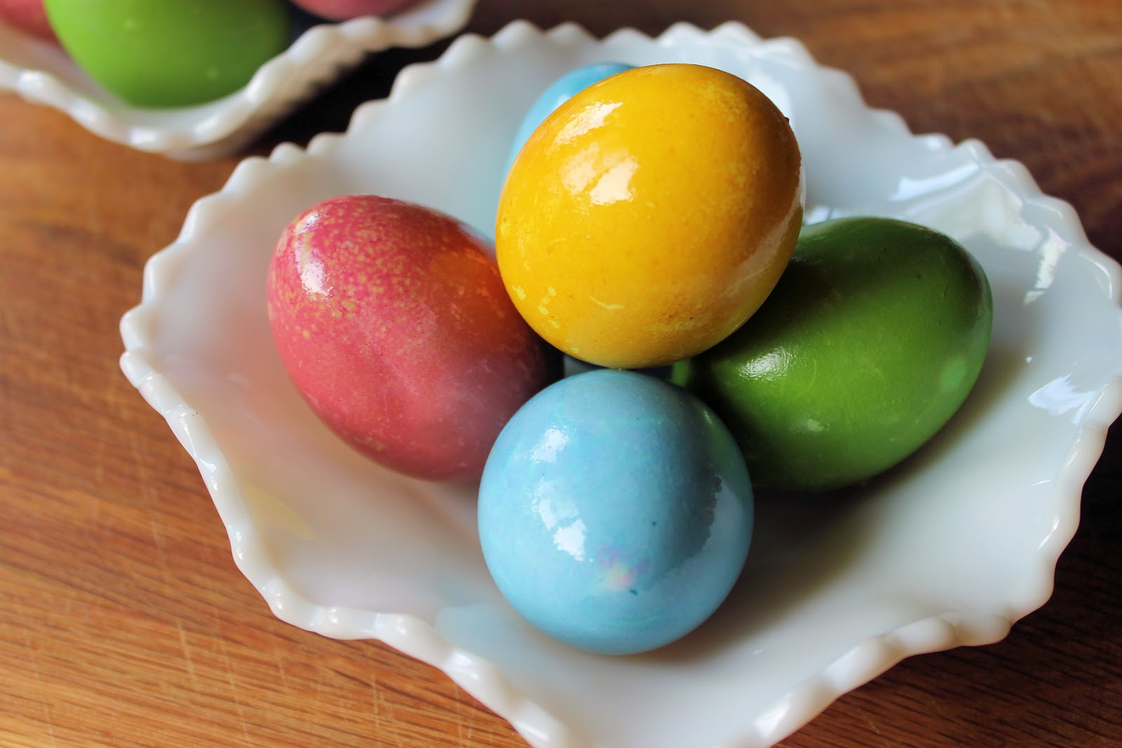 Savoir Faire: Dyed Easter Eggs