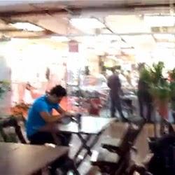 Sem Calcinha no Shopping - Flagras Amadores - http://www.videosamadoresbrasileiros.com