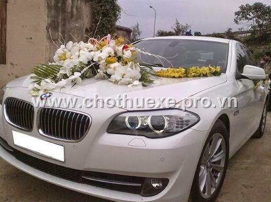 Cho thuê cưới màu trắng BMW 523i có 4,5 chỗ ngồi