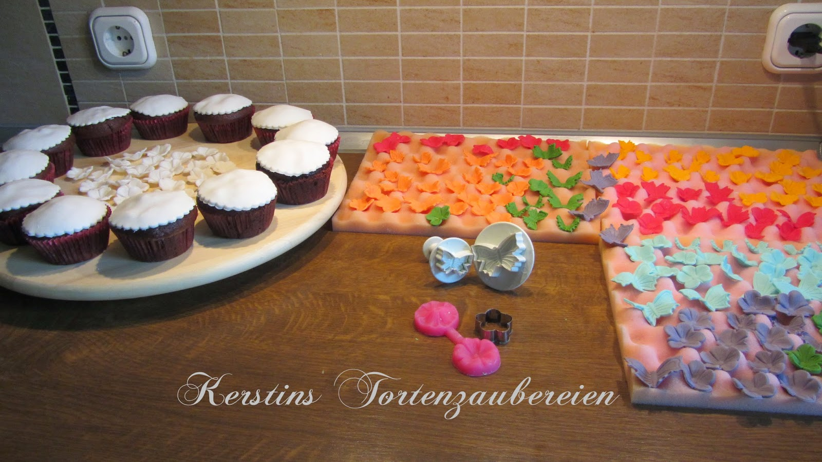 kindergeburtstag cakepops und kirsch bananen muffins. Black Bedroom Furniture Sets. Home Design Ideas