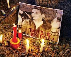 激发突尼西亚人民起义推翻政府