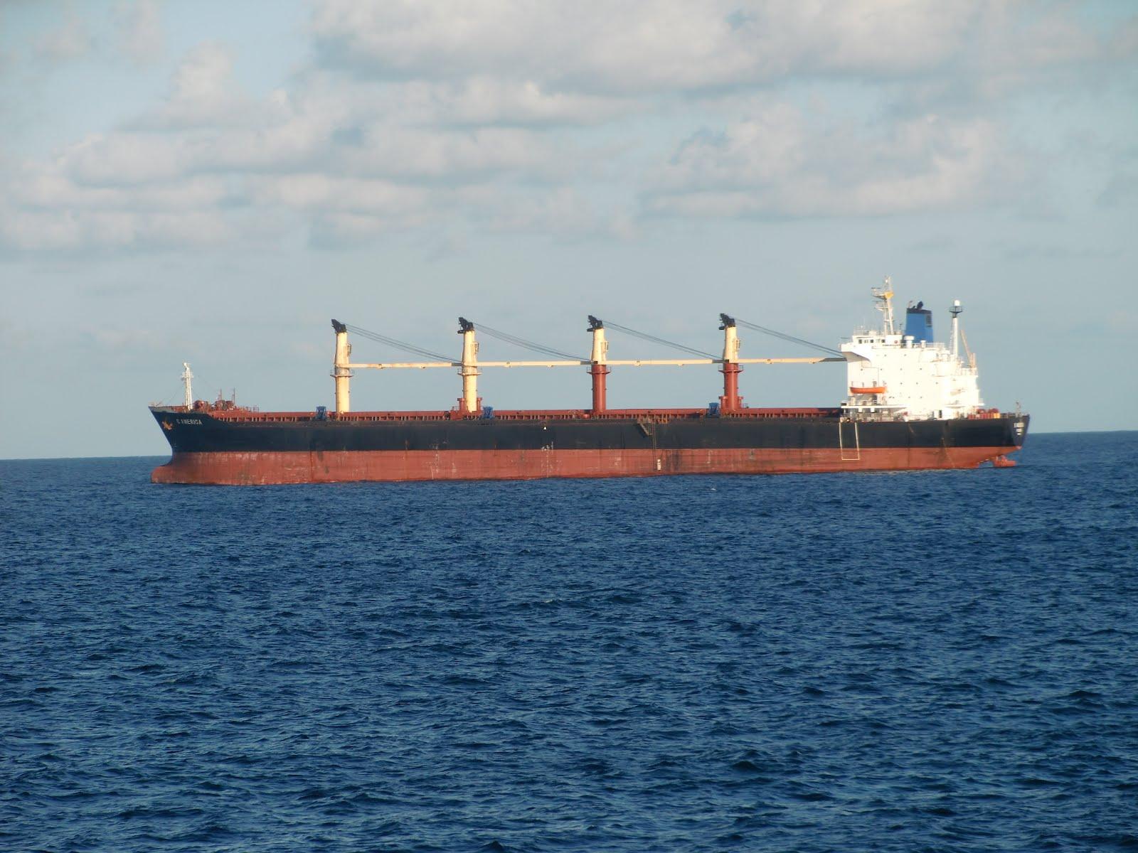 Islas canarias b america buque carguero fondeado en el - Puntos limpios gran canaria ...