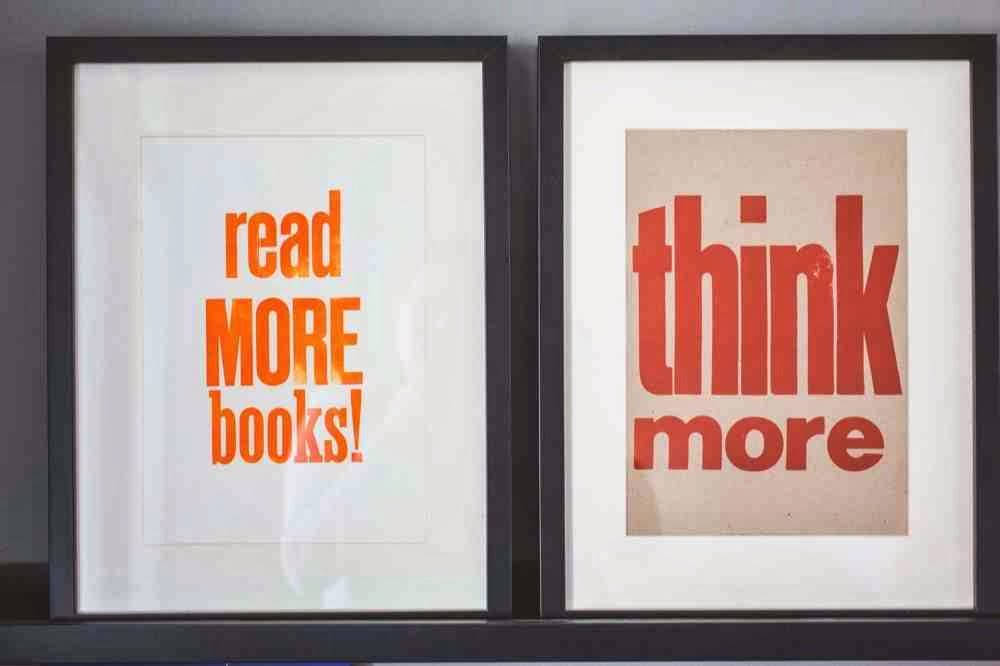 Typografie read more books i typografia w czarnej ramie think more