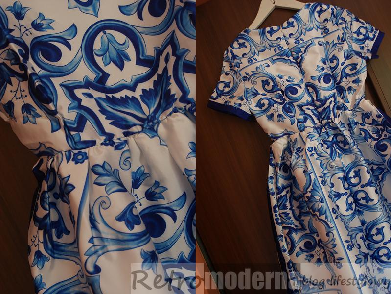 sukienka z biało-niebieskim wzorem