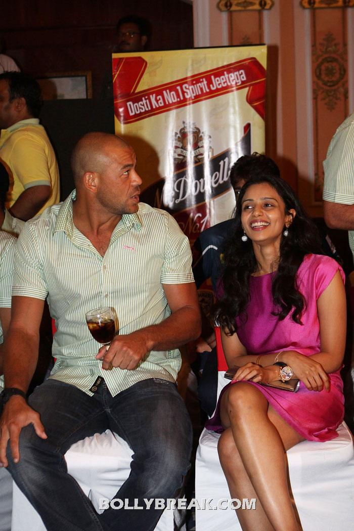 Gayatri Reddy with andrew symonds - (22) - Gayatri Reddy Hot Pics at IPL Matches