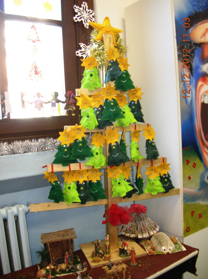 Alberi di natale dalle scuole for Addobbi natalizi scuola primaria