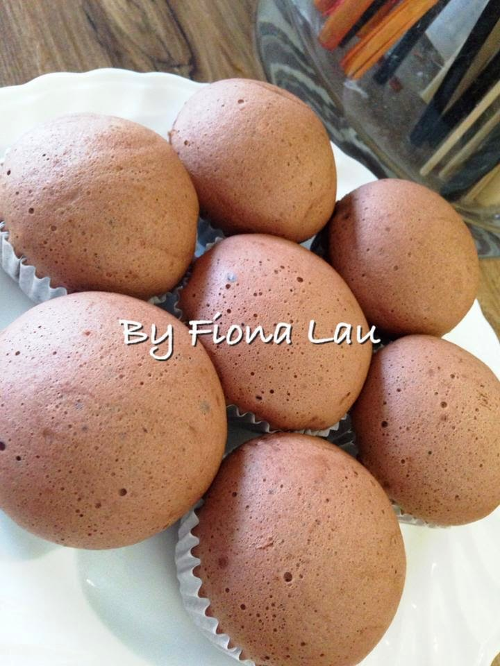 Steam chocolate sponge cake by fiona lau baking 39 s corner for Chocolate sponge ingredients