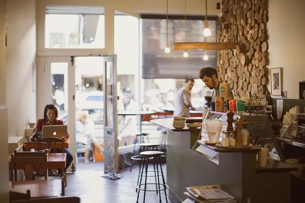 suasana dalam kafe