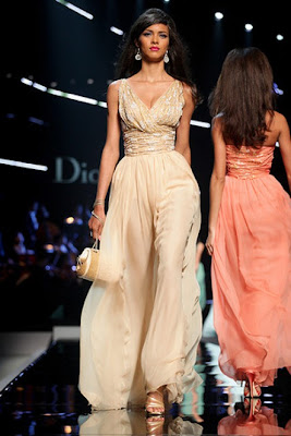 Long-creamy-Dior-prom-dress-2011