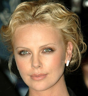 look de charlize theron